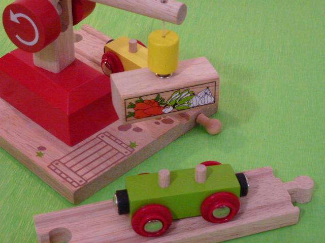 Wagon towarowy z warzywami do dźwigów magnetycznych