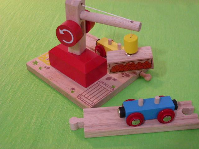Wagon towarowy z ziemniakami do dźwigów magnetycznych