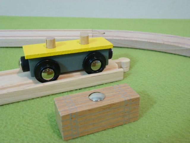 Wagon żółty ze skrzynią