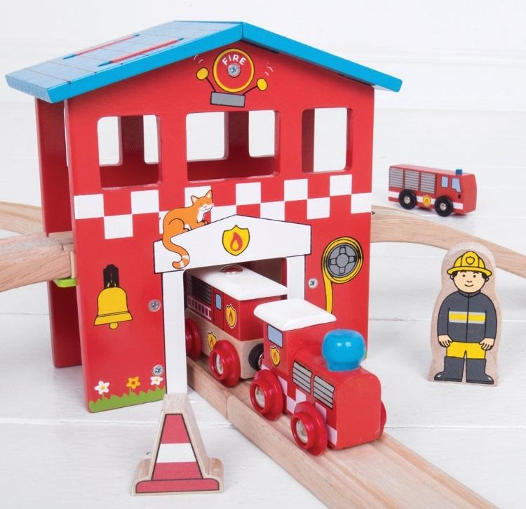 BJT037 Kolejka z remizą strażacką - zestaw