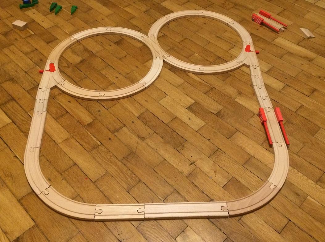 Makieta kolejowa 40 z rozjazdami mechanicznymi i przejazdami