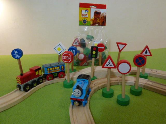 Zestaw znaków drogowo - kolejowych
