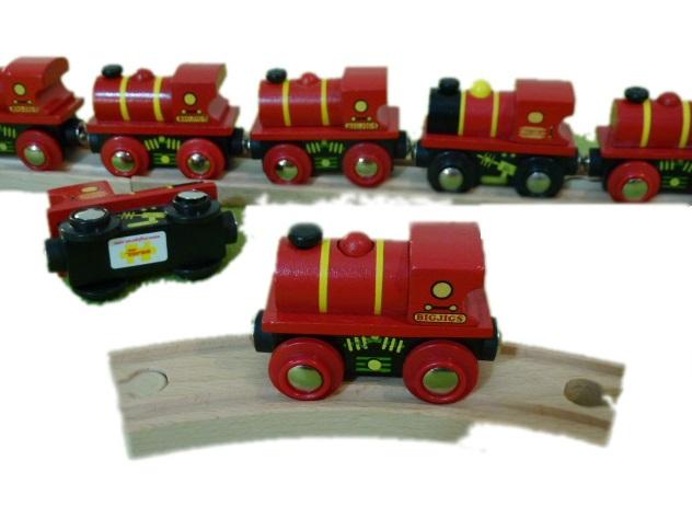 Mała, śliczna lokomotywa manewrowa, czerwona