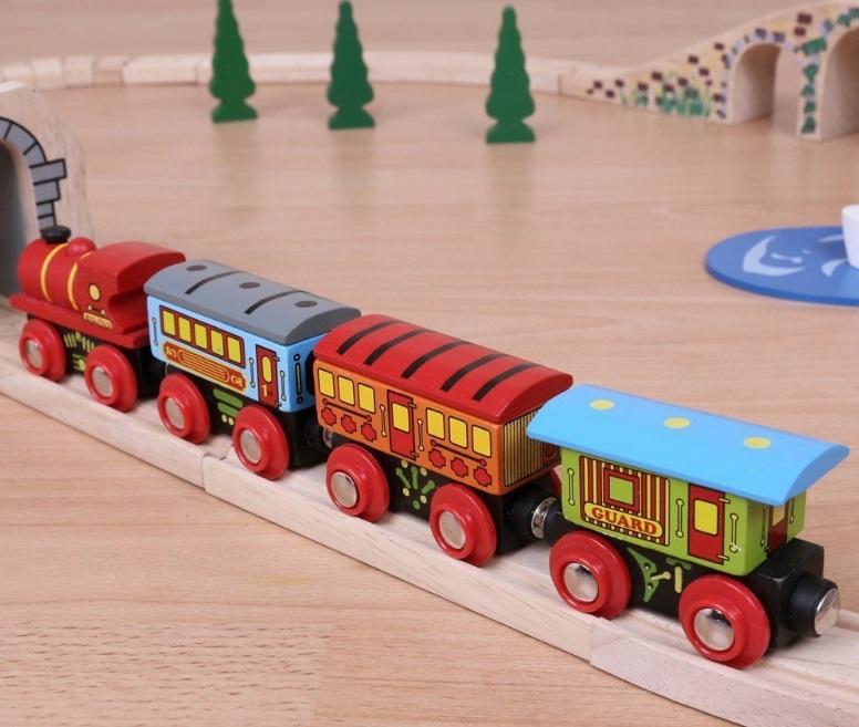 BJT421 Pociąg pasażerski z trzema wagonami