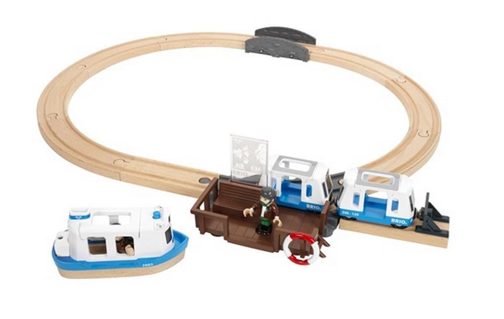 Przystań promowa z bocznicą i pociągiem - Brio