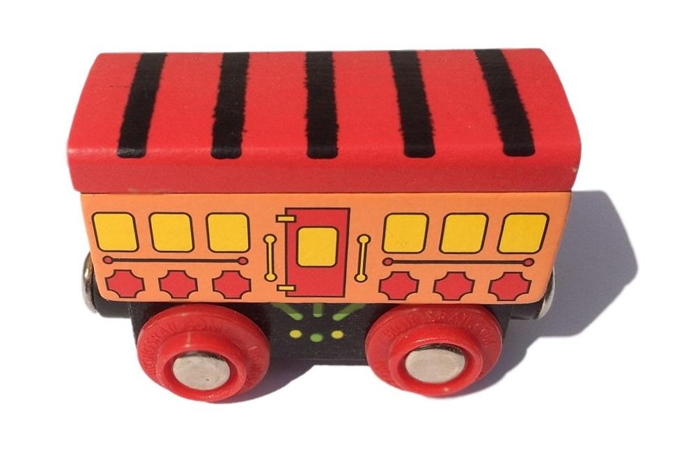 Wagon z czerwonym daszkiem - do pociągu pasażerskiego - Bigjigs